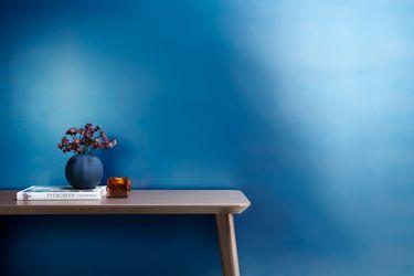 Blå metallisk væg