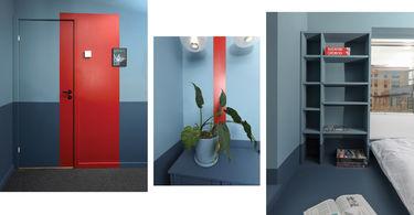 nybyggerne værelse 1 med reol og farvede vægge i det blå hus